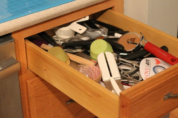 Organize your junk drawer i heart planners How to organize kitchen drawers