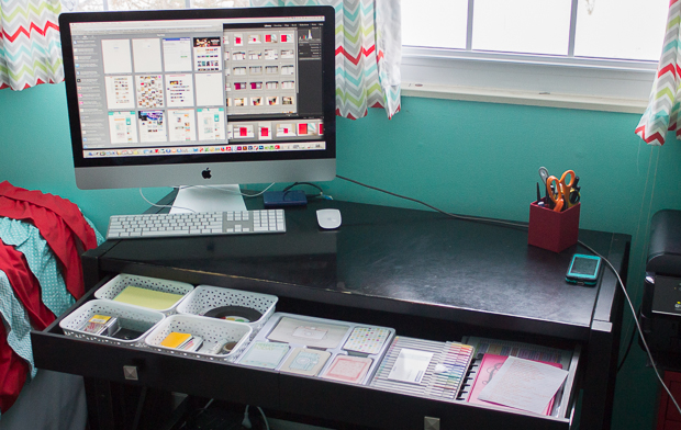 Do you ever feel like you don't have time to get organized? In the ideal world, perhaps we would have entire free afternoons to devote to completely overhauling our closet, our revamping our paper files, or reorganizing the toys. The good news is that you an accomplish a lot in just 15 minutes, like tidy up your desk area.
