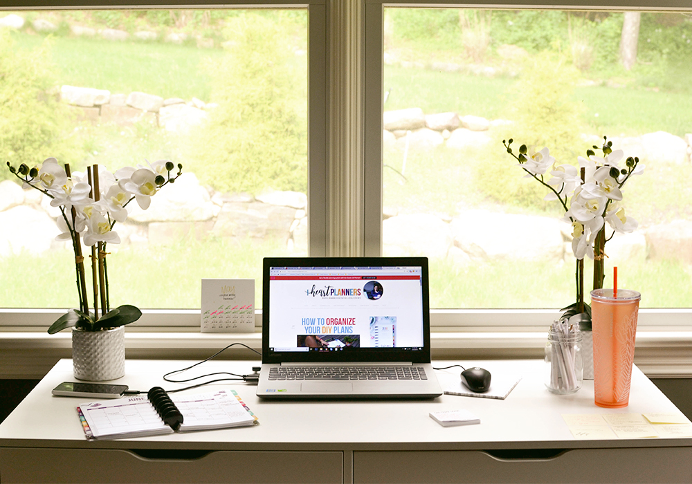 Tips for a cute, clean, styled, and organized desk and office!