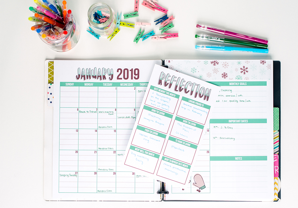Free planner printables every month! Check out the brand new page added to the 2019 monthly printable pack: the reflection page!