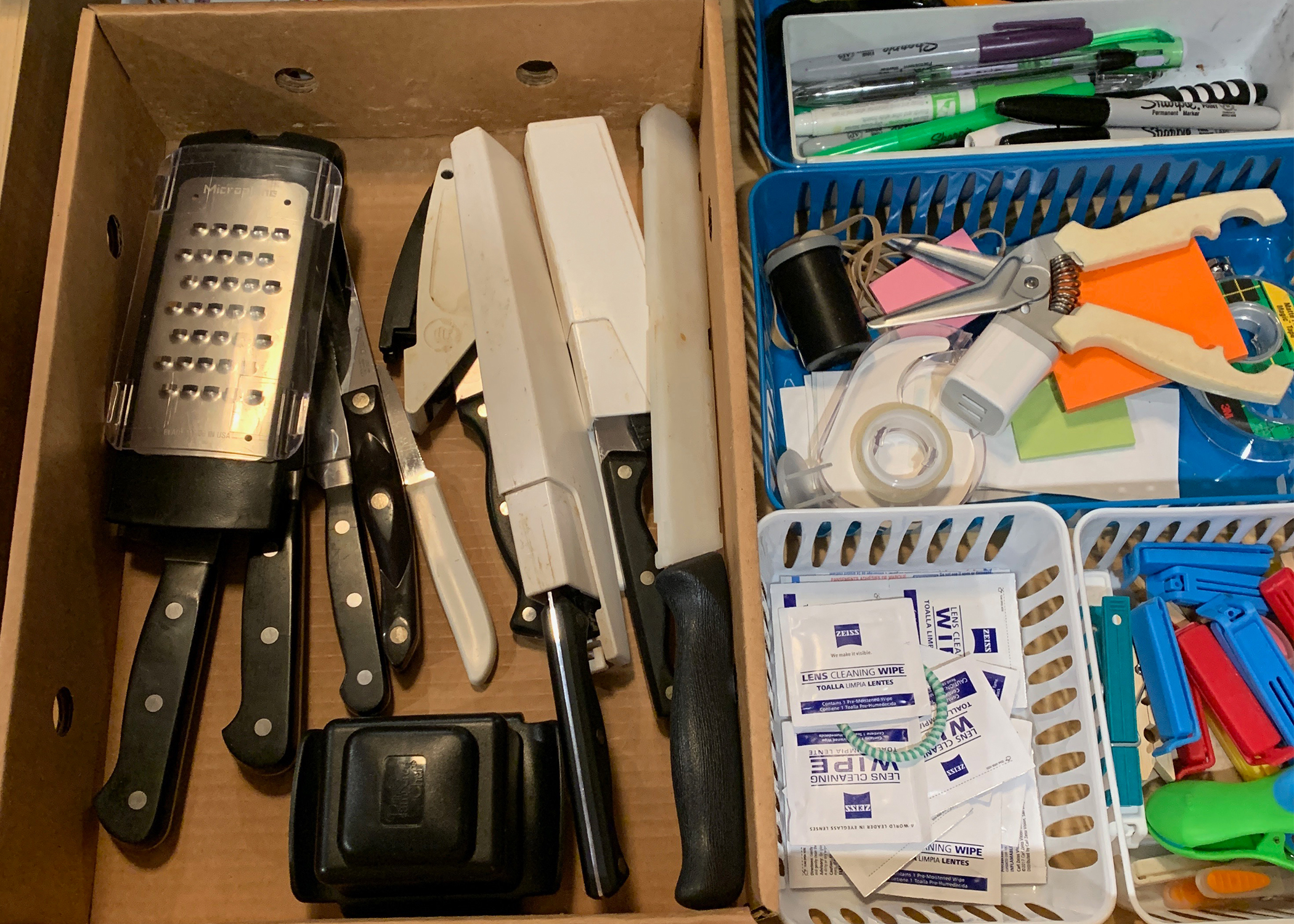 Anyone else dread junk drawer organization? The kitchen junk drawer just seems to breed more and more stuff. Here's our easy solution to tackling that mess!